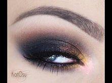 Świetny sposób na perfekcyjne i przydymione oko;). Uwielbiam taki makijaż!:)