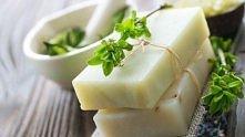 Bądź piękna naturalnie: przepis na mydło z użyciem naturalnych składników.  DIY Mydło: kokos i masło shea  Składniki: 1/2 szklanki oleju kokosowego 1/2 szklanki masła shea, lub ...