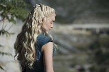 "Emilia Clarke ""Gra o tron"""