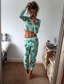 Cudowny brzuszek, piżama też niczego sobie :D