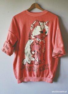 Czerwona bluza z kotem