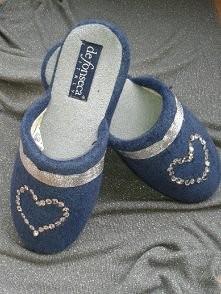 szykowne pantofelki ozdobione cekinami