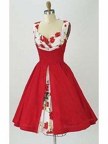 Czerwona sukienka z białymi wstawkami w róże