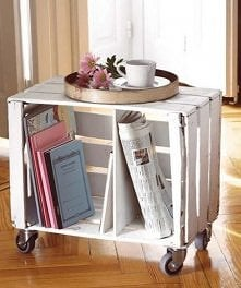 przenośny stolik na kawę i gazetki