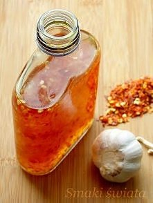 Słodki sos chili : Baardzo pikantny sos, który stanowi doskonały dodatek do dań kuchni tajskiej. Składniki: 1 szklanka cukru 450 ml wody 1,5 łyżki chili w płatkach pół łyżeczki ...