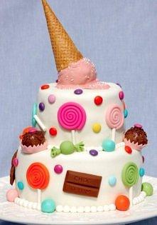 Mmm, każdy by się skusił na taki torcik :)  Czy nie zbyt dużo słodyczy?