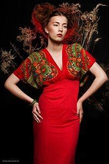 Kimonowa sukienka w kwiaty  projektant: Kasia Miciak