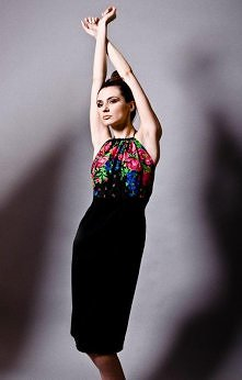 Czarna sukienka bez pleców  projektant: Kasia Miciak