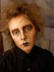 A tak umalowałam swoją siostrę :) Przydałaby się ingerencja grafika (czarne włosy i oczy) Kto zgadnie jaka to postać?