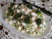 Sałatka brokułowa z kurczakiem   Składniki:      2 piersi z kurczaka     1 brokuł świeży     4-5 ząbków czosnku     3-4 łyżki Majonez z     czosnkiem     sól, pieprz do smaku  P...