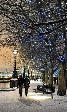 Zima w Londynie. Już się nie mogę doczekać dekoracji świątecznych :). Czy Wy ...