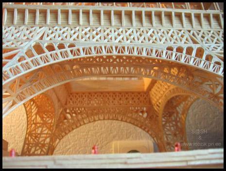Alexandr Pashkevich z Ukrainy zbudował model Wieży Eiffela z zapałek – wysokość 1 metr i 7464 zapałek tworzących 15 000 detali