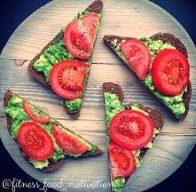 moje ulubione kanapeczki, ciemne pieczywo + awokado + pomidor