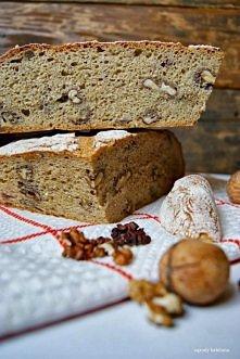 chleb pełnoziarnisty z orzechami włoskimi