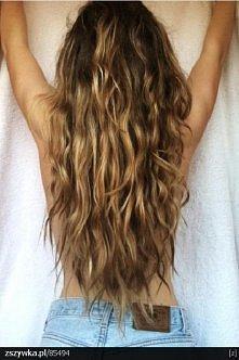 WŁOSY BEZ OBJĘTOŚCI. Jeśli szukasz prostego oraz skutecznego sposobu, by nadać włosom nieco objętości, z pomocą przyjdzie maseczka z jajek, a konkretnie z białek. Efektem dodatk...