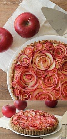 Orzechowa tarta jabłkowa z budyniowym kremem klonowym  SKŁADNIKI: CIASTO: - 2,5 szklanki orzechów włoskich - 4 łyżki stołowe stopionego masła - 2 łyżki cukru pudru - 1 białko - ...