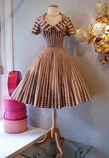 Retro suknia