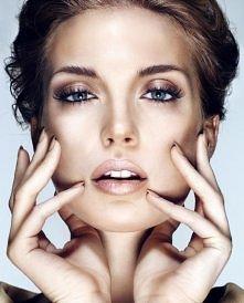 Brązowy makijaż ślubny. Śliczne oczy