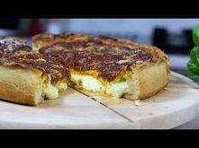 Przepis video jak zrobić pyszną pizze chicago .