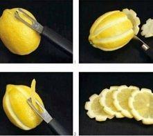 Jak zrobić taką cytrynę ?                    Zrób to sama ;3   Obieramy obieraczką cytrynę (tak jak na zdjęciu) Kroimy w plasterki Wrzucamy do napoju lub jakiejś potrawy  Cieszy...