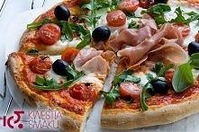 Pizza z mozzarellą, pomidorkami, rukolą i szynką parmeńską  Najlepsza pizza. Najlepsze ciasto i idealny zestaw składników na wierzch pizzy. Przepis na jedną dużą pizzę lub dwie ...