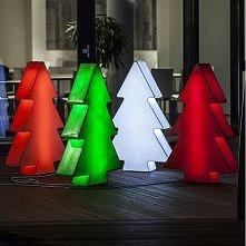 Lampa Choinka to rewelacyjne rozwiązanie na zbliżające się święta. Świetnie sprawdzi się jako dekoracja w sklepie, galerii handlowej, restauracji, firmie czy przestrzeni publicz...