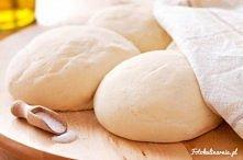 Oryginalne włoskie ciasto na pizzę  na 4 okrągłe pizze o średnicy 30 cm  Składniki ciasto: 600 g mąki włoskiej typ 00 365 ml ciepłej wody 24 g drożdży świeżych 1 i 1/2 łyżki oli...