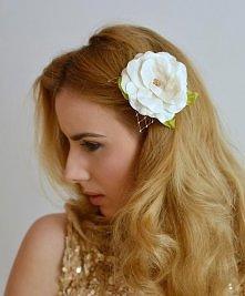 Ślubna ozdoba do włosów - Kwiat wykonany ręcznie z wysokiej jakości tafty w k...