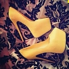 może żółte ? ;)