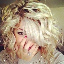 Podkręcamy krótkie włosy - zobacz jak to zrobić -->>