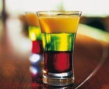 ROZGNIECIONA ŻABA  Składniki: * 15ml (1/3) syrop grenadine * 15ml (1/3) Midori * 15m  (1/3) Advocat   Przygotowanie Squashed Frog (Rozgnieciona żaba) jest drinkiem warstwowym, d...