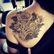 róże, serce i trupia dłoń