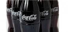 Zastosowania Coca Coli jakich nie znaliście   Jeżeli sprawdzone środki nie pomagają pozbyć się tłustych plam z materiału to warto spróbować z colą. Wystarczy, że polejesz plamę ...
