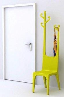 wieszak z krzesłem w komplecie :)