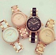 Złote zegarki na bransolecie