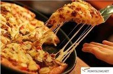 pizza z patelni Składniki (na dwie porcje): składniki na ciasto - szklanka mą...