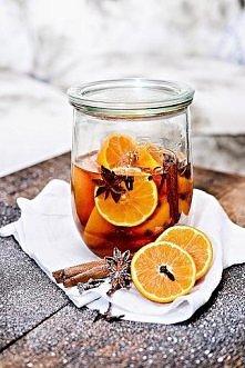 Świąteczny likier mandarynkowy Składniki: na jedną buteleczkę 200ml 200ml wód...