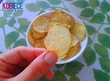 Chipsy z mikrofalówki! Fenomenalne i ekspresowe! Wykonanie jest banalnie proste. Ziemniaka dokładnie myjemy (możemy obrać) i kroimy w bardzo cienkie plasterki. Następnie wykłada...