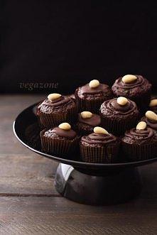 CZEKOLADOWE MINI MUFINKI Z BURAKÓW  składniki: suche:  2,5 szklanki mąki  1 szklanka cukru (dałam pół na pół zwykły i dark muscovado)  4 łyżki kakao (można ciut mniej, ale dla m...