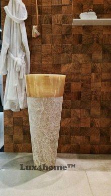 Stojąca umywalka z onyksu od Lux4home™. Takie podłogowe umywalki z kamienia produkuje tylko ta firma.
