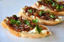 pieczona bagietka + ser pleśniowy + karmelizowana cebula