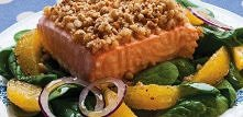 Łosoś z orzechową kruszonką (520 kcal)