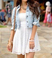 biała sukienka _ jeansowa kurtka
