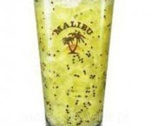 Malibu GREEN KOKOS    Czas przygotowania: 15 minut Ilość porcji: 1 Składniki      40 ml Malibu,     10 ml Absolut Wódka,     1 całe kiwi pocięte na kawałki,     5 ml soku z limo...
