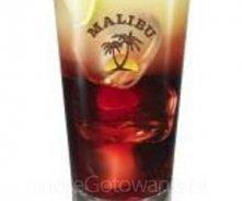 Malibu TĘCZA    Czas przygotowania: 15 minut Ilość porcji: 1 Składniki      40 ml Malibu,     20 ml Absolut Wódka,     sok z czarnej porzeczki,     sok grejpfrutowy   Etapy przy...