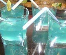 Głebia oceanu  Czas przygotowania: 3 minut Składniki      ¼ biały rum     ¼ blue curacao,     ¼ sok wyciśniety z limonki     ¼ sprite     2 kostki lodu na porcję Etapy przygotow...