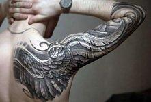 tatuaż skrzydło na ramie