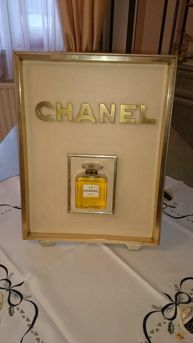 Posiadam W Domu Obraz Z Perfumami Chanel 5 Wie Ktoś Gdzie Mogę Na