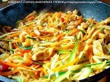 Kurczak z cukinią, marchewką i porem - przepis po kliknięciu
