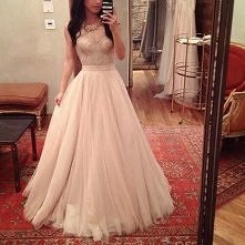 śliczna suknia :3